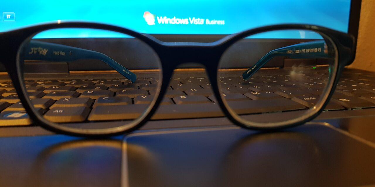 Luce blu e occhi:  display, monitor, PC, telefonini e LED